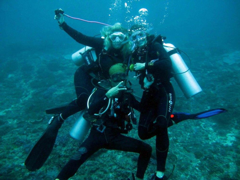 Chloe, Moyo and Allison at Manta Point